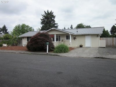 Scappoose Single Family Home For Sale: 33691 Karen Pl