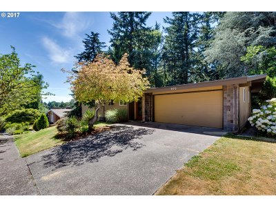 Portland Single Family Home For Sale: 975 SW Delmont Ave