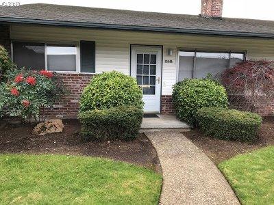 Portland Condo/Townhouse For Sale: 1001 NE 90th Unit B Ave