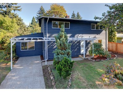 Portland Single Family Home For Sale: 3308 SE 165th Ave