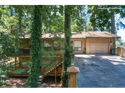 Lake Oswego Single Family Home For Sale: 17007 Westview Dr