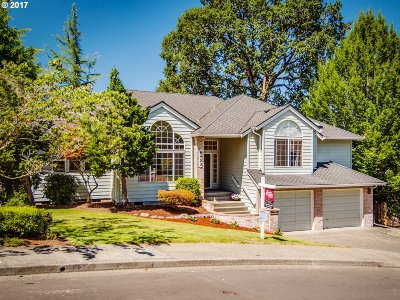 Portland Single Family Home For Sale: 8453 SW 67th Ave