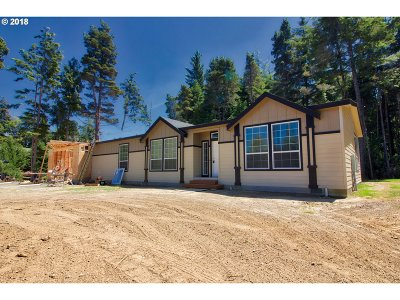 Bandon Single Family Home For Sale: 88002 Daisy Ln