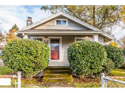 Portland Single Family Home For Sale: 7504 SE Cesar E Chavez Blvd