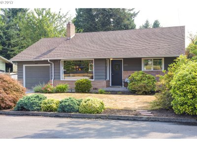 Gresham Single Family Home For Sale: 640 NW Norman Ave