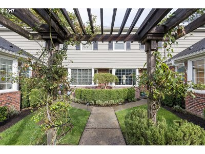 Condo/Townhouse For Sale: 5410 SE Milwaukie Ave