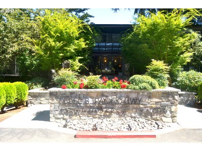 Lake Oswego Condo/Townhouse For Sale: 16250 Pacific Hwy #75