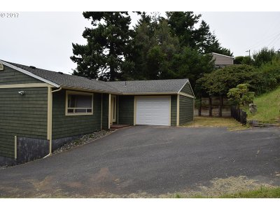 Gold Beach Single Family Home For Sale: 94259 June St