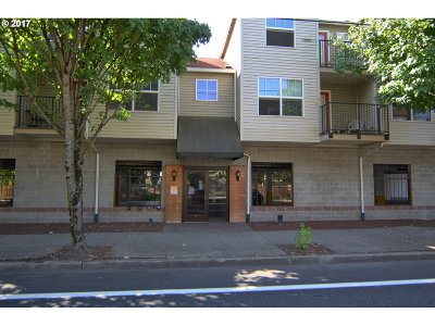 Portland Condo/Townhouse For Sale: 20 SE 172nd St SE #104