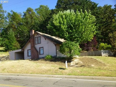 Roseburg Single Family Home For Sale: 797 NE Garden Valley Blvd