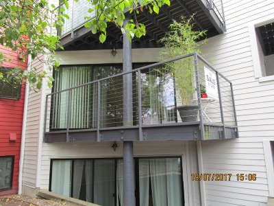 Condo/Townhouse For Sale: 910 NW Naito Pkwy #i 8