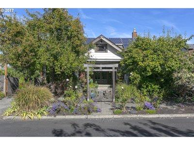Single Family Home For Sale: 2125 SE Oak St