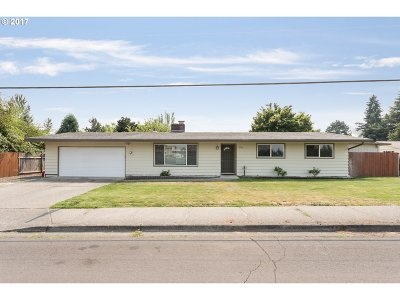 Single Family Home For Sale: 18680 SW Madeline St