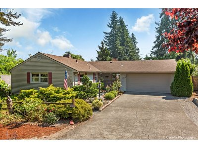 Lake Oswego Single Family Home For Sale: 1675 Hallinan St
