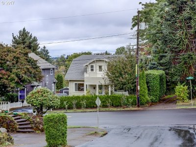 Single Family Home For Sale: 5115 SE Belmont St
