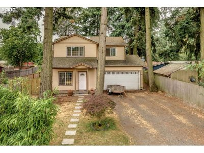 Single Family Home For Sale: 6106 SE Clatsop St