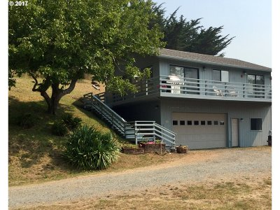 Bandon Single Family Home For Sale: 3288 SW Golf Links Rd