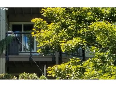 West Linn Condo/Townhouse For Sale: 20920 Fawn Ct #17