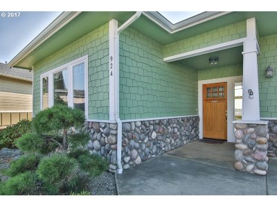 Coos Bay Single Family Home For Sale: 924 Inlet Loop