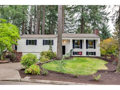 Lake Oswego Single Family Home For Sale: 19180 Indian Creek Ave