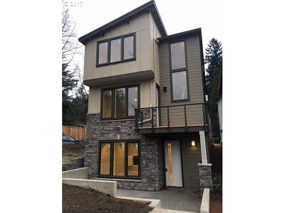 Portland Single Family Home For Sale: 567 SW Chinook Ter #L- 17