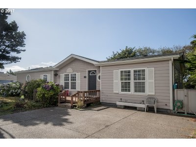 Lincoln City Single Family Home For Sale: 3125 SW Beach Ave