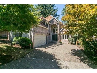 Lake Oswego Single Family Home For Sale: 1643 Village Park Ln