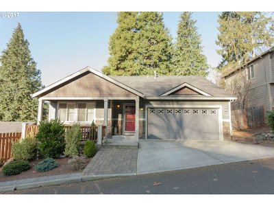 Portland Single Family Home For Sale: 10311 SE Taggart St