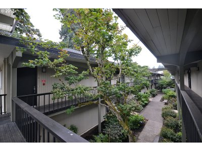 Lake Oswego Condo/Townhouse For Sale: 668 McVey Ave #47