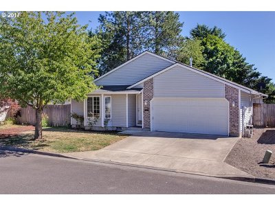 Hillsboro Single Family Home For Sale: 4334 SE Pine Way
