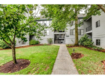 Lake Oswego Condo/Townhouse For Sale: 4000 Carman Dr #11