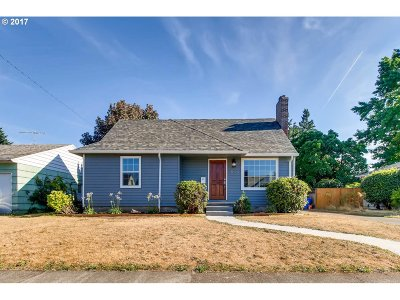 Single Family Home For Sale: 9020 SE Stephens St