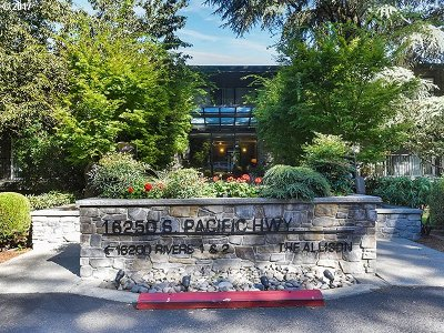 Lake Oswego Condo/Townhouse For Sale: 16250 Pacific Hwy #49