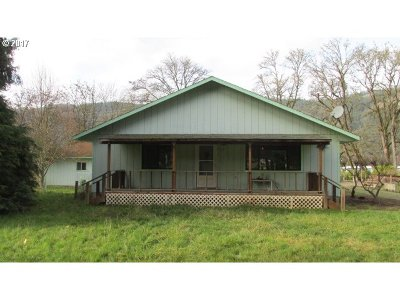 Myrtle Creek Single Family Home For Sale: 525 N Old Pacific Hwy