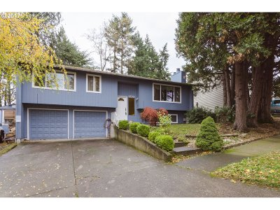 Gresham Single Family Home For Sale: 1220 NW Riverview Ave