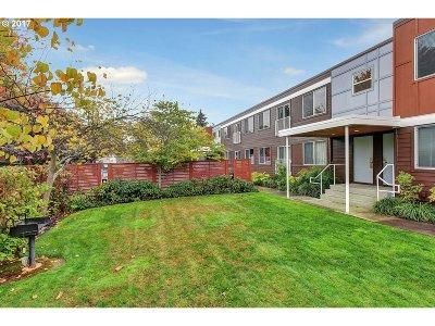 Portland Condo/Townhouse For Sale: 3866 SE Taylor St #205