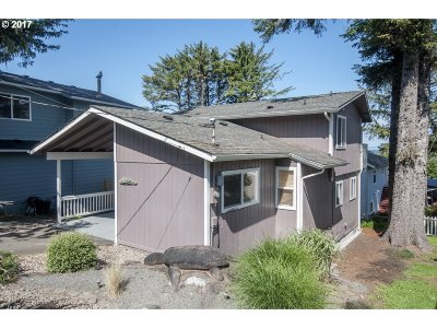 Lincoln City Single Family Home For Sale: 3215 NW Oar Dr
