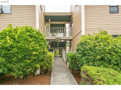 Clackamas Condo/Townhouse For Sale: 12600 SE 110th Ct