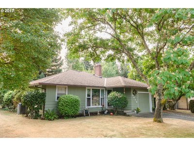 Milwaukie Single Family Home For Sale: 9612 SE 44th Ave