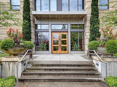 Portland Condo/Townhouse For Sale: 2351 NW Westover Rd #503