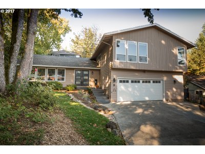 Lake Oswego Single Family Home For Sale: 9 Falstaff St