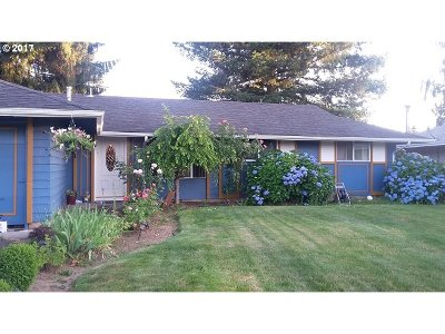 Gresham Single Family Home For Sale: 23610 SE Oak St