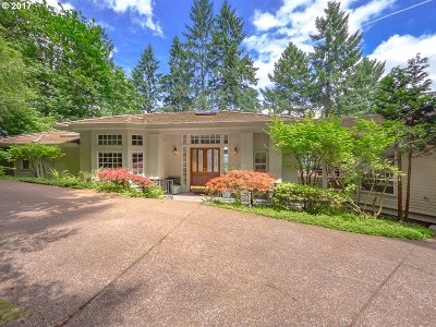 Lake Oswego Single Family Home For Sale: 17390 Grandview Ct
