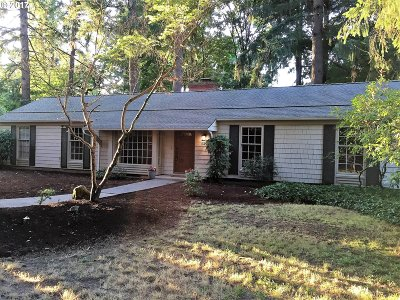 Lake Oswego Single Family Home For Sale: 5495 Tree St