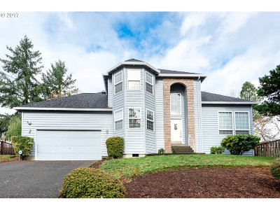 Clackamas Single Family Home For Sale: 12249 SE Bluff Dr