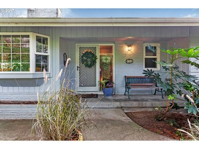 Portland Single Family Home For Sale: 8280 SW Canyon Ln