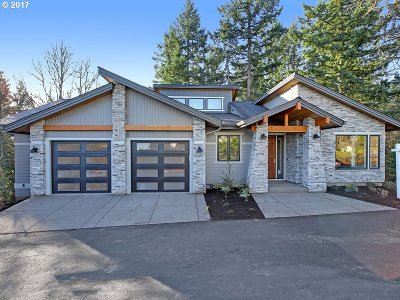 Lake Oswego Single Family Home For Sale: 18048 Eastridge Ln