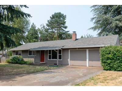 Tigard Single Family Home For Sale: 11927 SW Burlcrest Dr