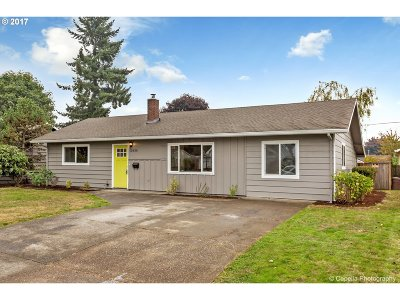 Portland Single Family Home For Sale: 10838 NE Russell St
