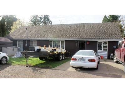 Portland Single Family Home For Sale: 6606 SE Hazel Ave